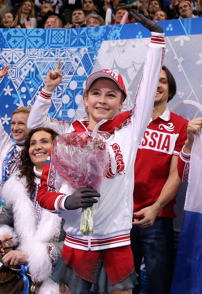 Julia_LIPNITSKAIA_team_event_olympics_sochi_2014-11