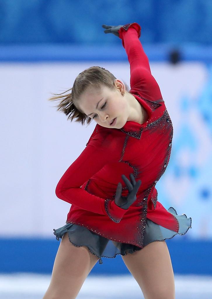 Julia_LIPNITSKAIA_team_event_olympics_sochi_2014-15