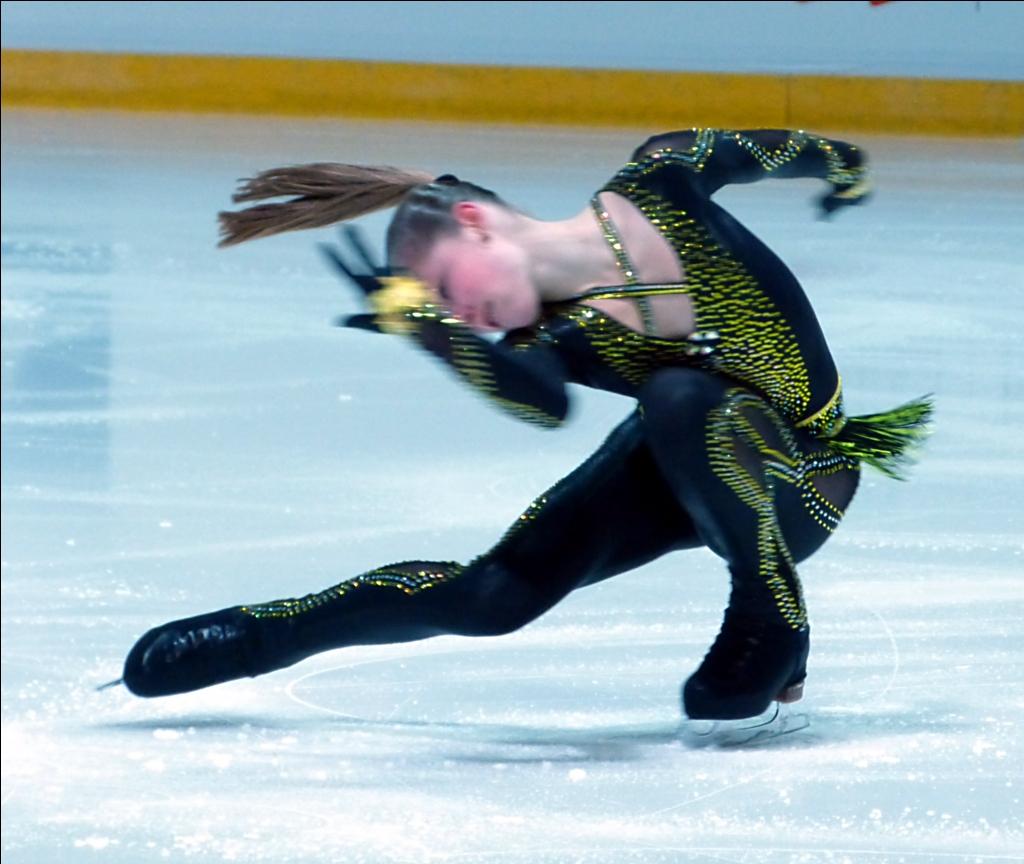 yulia-lipnitskaya-november-2013-4