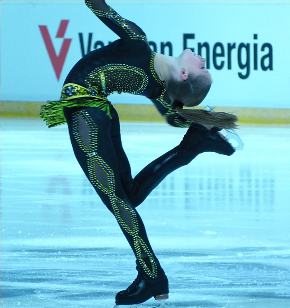 yulia-lipnitskaya-november-2013-5